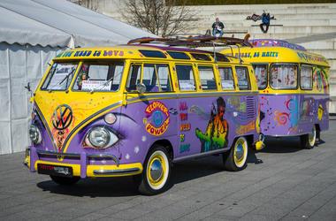 Van Volkswagen T1 Deluxe (Samba Bus) with a trailer, 1966.