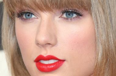 Taylor hears her duet with Zayn on the radio for first time!