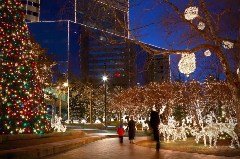 Christmas Lights Milwaukee.Over 500 000 Lights Brighten Up Downtown Milwaukee With