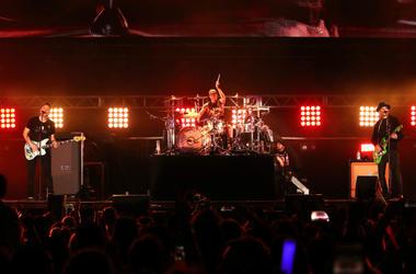blink-182 perform onstage at KROQ Weenie Roast 2018