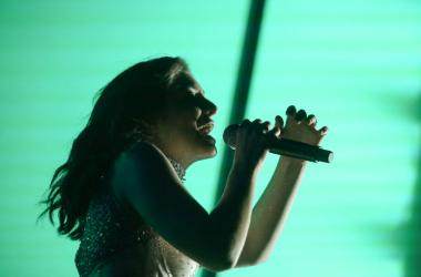 Lorde sings at Coachella