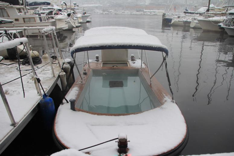 Hot Tub Boat >> You Can Drive A Hot Tub Boat Around Lake Union In Seattle 107 7