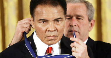 In this Nov. 2009 file photo, President Bush presents the Presidential Medal of Freedom to boxer Muhammad Ali in the East Room of the White House.(AP Photo/Evan Vucci)