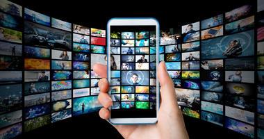 Warner Targets Social Media Companies