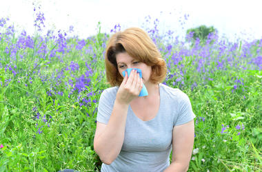 6 tips to managing allergies naturally.