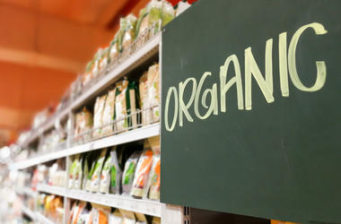 Organic food signage on modern supermarket grocery aisle