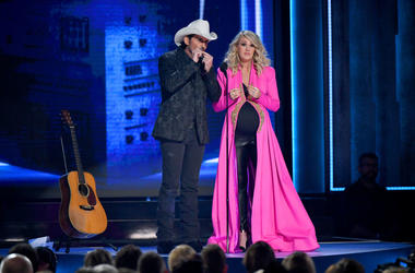 Carrie Underwood announced she's having another little boy at the 52nd annual CMA Awardss