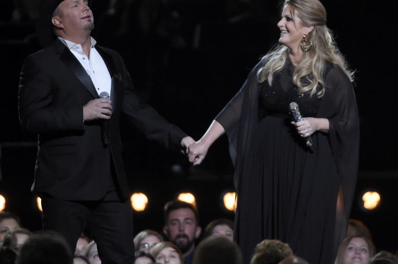 Garth Brooks and Trisha Yearwood CMA 2016