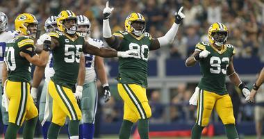 Packers defense celebrating