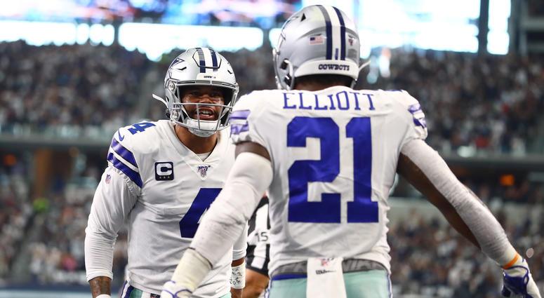 Dallas Cowboys running back Ezekiel Elliott (21) celebrates his third quarter touchdown with quarterback Dak Prescott (4) against the New York Giants at AT&T Stadium