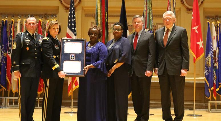Staff Sgt. Stevon Booker posthumously awarded Distinguished Service Cross