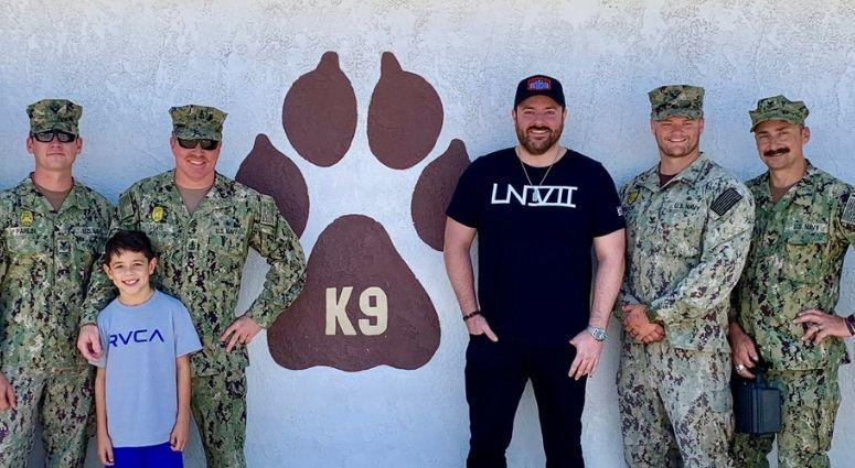 Country star Chris Young visits Navy K9 unit at Naval Station San Diego