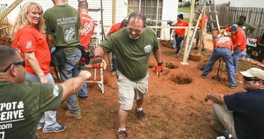 Disabled American Veterans volunteers