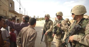 Soldiers, Iraqis, guns