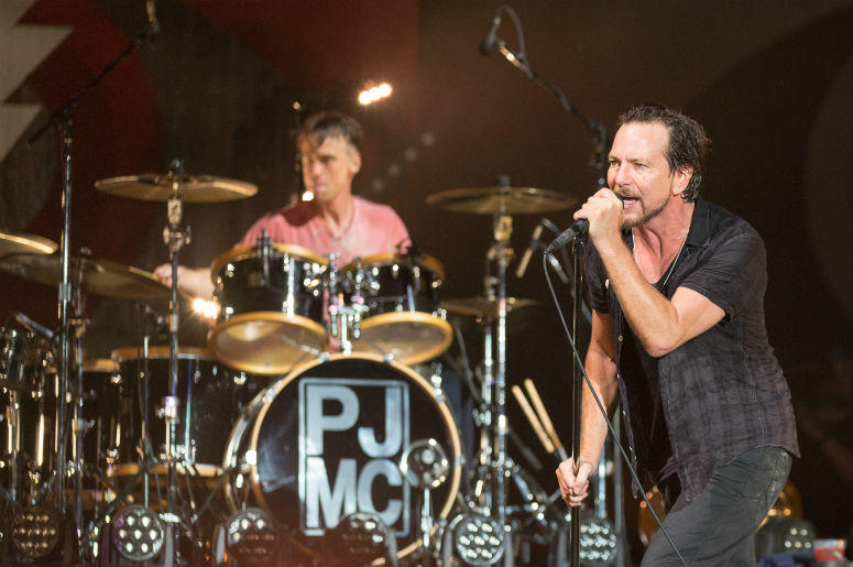 Pearl Jam Joined By Red Hot Chili Peppers For Live Neil Young Cover