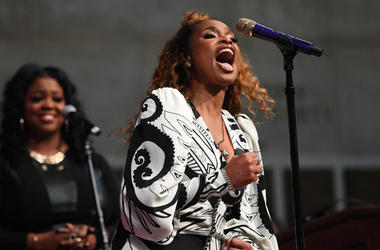 Jennifer Hudson sings a tribute to Aretha Franklin at the 2019 Pulitzer Prize Awards Ceremony at Columbia University