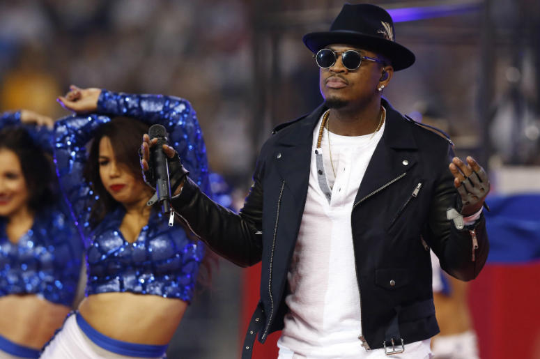 Ne-Yo performs at halftime for the Thanksgiving game with the Dallas Cowboys playing against the Philadelphia Eagles at AT&T Stadium.