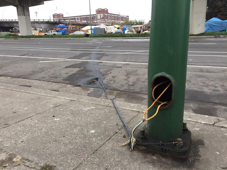 Illegal electrical tap of Oakland streetlamp