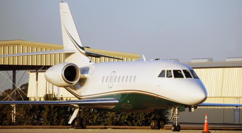 Private Jet / Falcon 2000