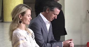 Governor Newsom and First Partner Jennifer Siebel Newsom pray at the tomb of Oscar Romero in San Salvador