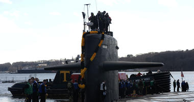 The Los Angeles-class, fast-attack submarine USS Pittsburgh (SSN 720) is moored to the pier at its homeport at Naval Submarine Base New London