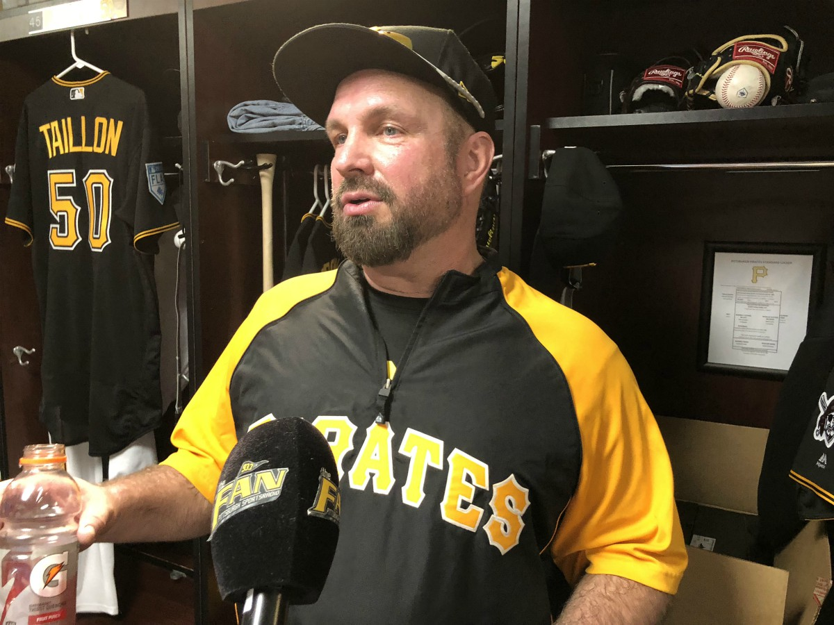 0f879970b66392 Country Star Garth Brooks Working Out With Pirates | 93.7 The Fan