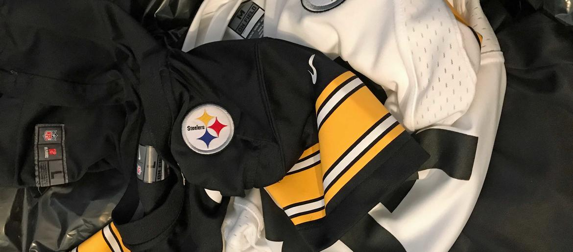 new style 47b61 fbb83 Steelers Fans Donate Their Antonio Brown 84 Gear To Charity ...