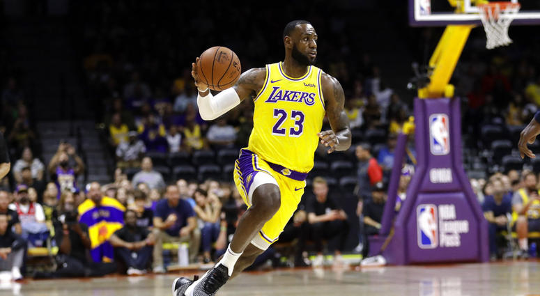 8473d719e LeBron James Captivates Crowd In His Los Angeles Lakers Debut