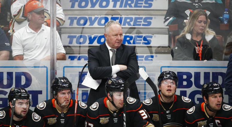 Anaheim Ducks coach Randy Carlyle, center
