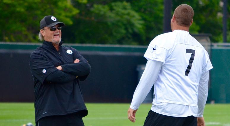 Steelers OC Randy Fichtner and QB Ben Roethlisberger talk during the team's OTA in June