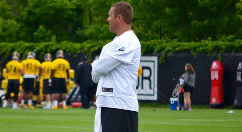 Ben Roethlisberger watches at OTAs on June 6