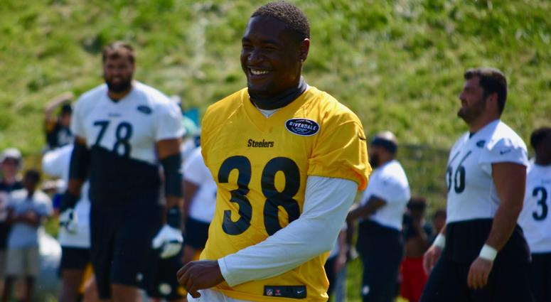 size 40 7d629 86768 AAF Star Kelly Making Most of Chance with Steelers | 93.7 ...