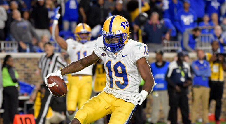 V'Lique Carter #19 of the Pittsburgh Panthers scores the game-winning touchdown against the Duke Blue Devils