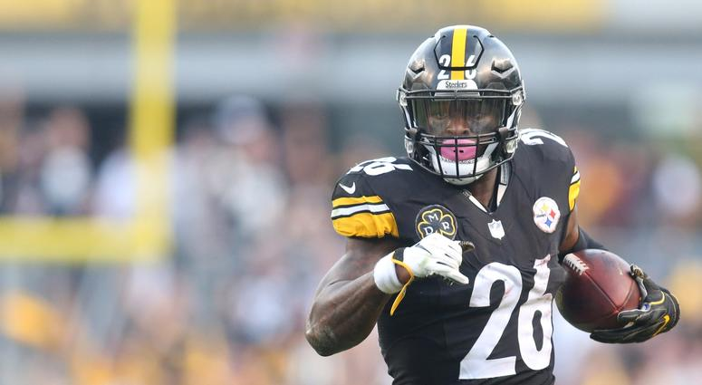 Le'Veon Bell Tweets Support For Steelers Players During 52-21 Win