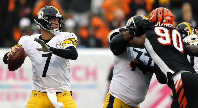 Pittsburgh Steelers quarterback Ben Roethlisberger throws against the Cincinnati Bengals