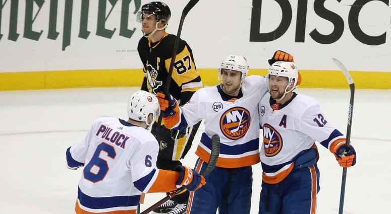 Islanders celebrate after goal vs. Penguins in Game 4