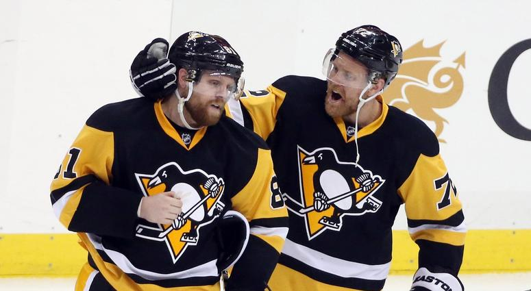 Pittsburgh Penguins right wing Phil Kessel (81) and right wing Patric Hornqvist (72)