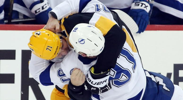 Pittsburgh Penguins center Evgeni Malkin (71) and Tampa Bay Lightning center Steven Stamkos (91) fight during the third period at PPG PAINTS Arena. Pittsburgh won 4-2.