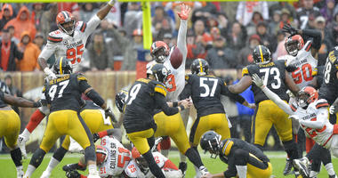 Pittsburgh Steelers kicker Chris Boswell misses a field goal during overtime against the Cleveland Browns, Sunday, Sept. 9, 2018