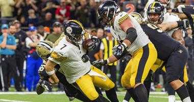 New Orleans Saints linebacker Demario Davis (56) sacks Pittsburgh Steelers quarterback Ben Roethlisberger