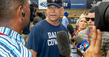 Dallas Cowboys offensive coordinator Scott Linehan