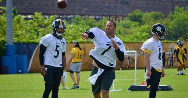 Steelers quarterback Ben Roethlisberger throws a pass at OTAs in 2019