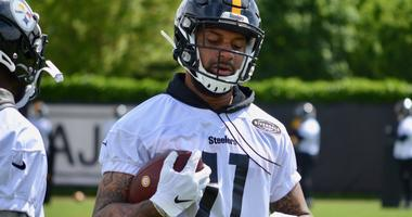Steelers WR Donte Moncreif at OTAs in 2019