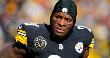 Le'Veon Bell #26 of the Pittsburgh Steelers