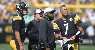 Pittsburgh Steelers quarterback Mason Rudolph and offensive coordinator Randy Fichtner and head coach Mike Tomlin and quarterback Ben Roethlisberger watch a scoreboard replay
