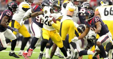 Pittsburgh Steelers running back Le'Veon Bell (26) carries the ball against the Houston Texans during the first quarter at NRG Stadium.