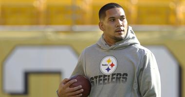 Pittsburgh Steelers running back James Conner (30) warms up before playing the Los Angeles Rams at Heinz Field.