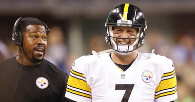 Pittsburgh Steelers quarterback Ben Roethlisberger (7) is all smiles on the sidelines with linebackers coach, and former player, Joey Porter,