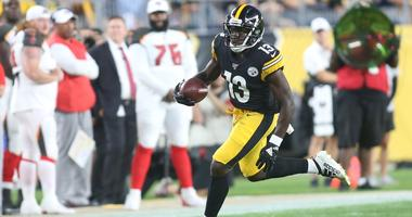 Pittsburgh Steelers wide receiver James Washington (13) carries the ball against the Tampa Bay Buccaneers during the second quarter at Heinz Field.