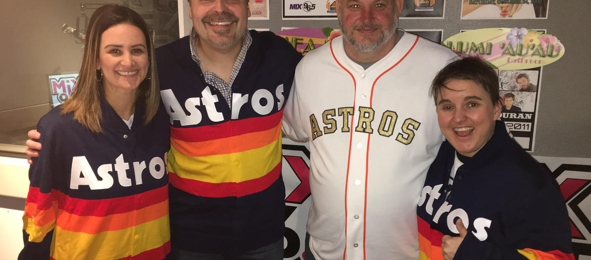 huge discount 4835b 4e760 Here's Where You Can Get That Kate Upton Astros Sweater ...